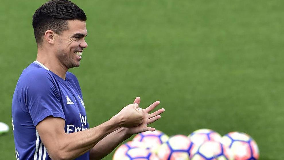 Pepe a Besiktasba tart, Pacheco pedig az Alavés játékosa marad