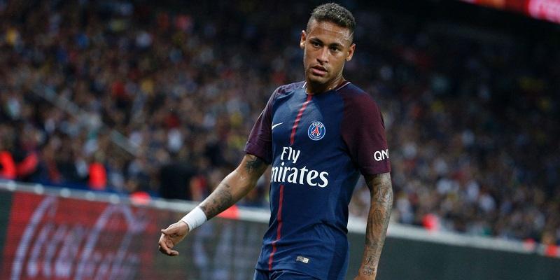 Sajtóhír: Neymar édesapja találkozott Pérezzel, a játékos érkezése egy évet csúszhat