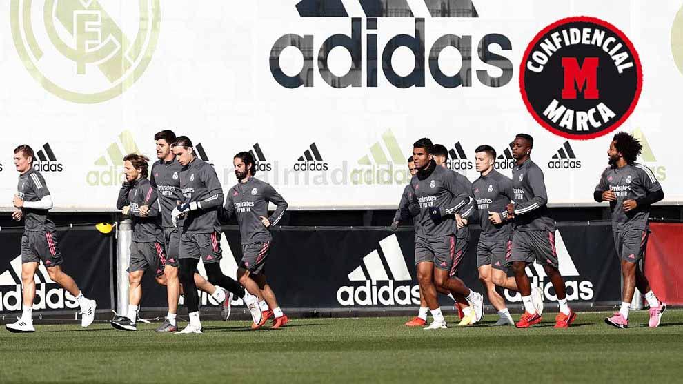 Zidane elbeszélgetett a játékosokkal