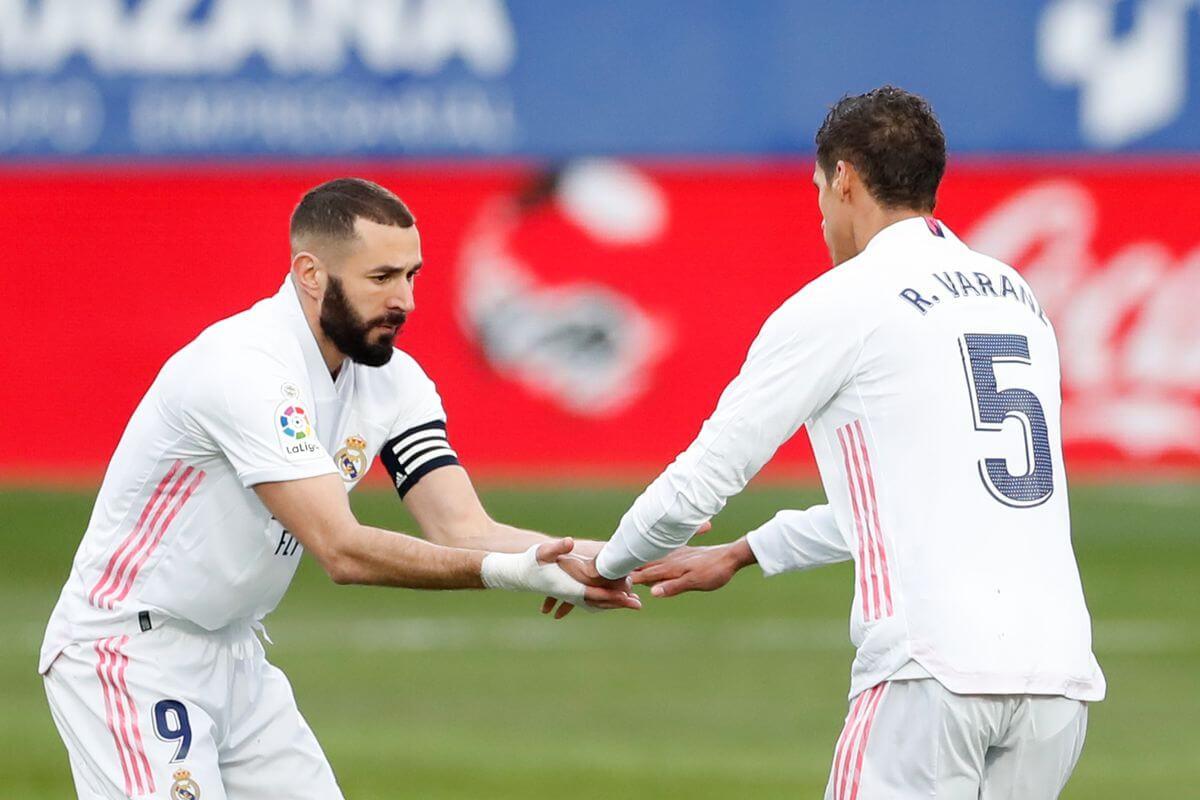 Varane: Öröm nézni Benzema játékát
