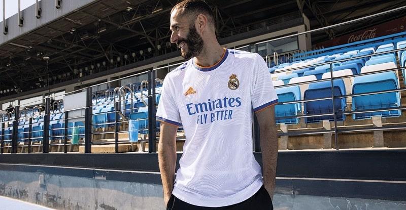 KÉPEK ÉS VIDEÓ: Íme a Real Madrid hazai szerelése a 2021/2022-es szezonra!